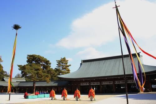◆神武天皇の軍勢が敵方との戦で勝利を治め、その勝利を祝う歌舞が起源となった舞、「久米舞」