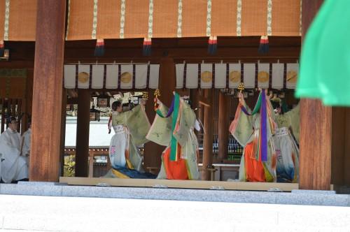 ◆昭和15年、「皇紀二千六百年奉祝会」に合せて作舞作曲された「浦安の舞」 が奉奏されました