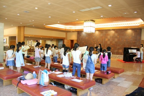 【第2日目/音楽教室】最終日に発表も控えている音楽教室は神宮会館で練習を重ねました。