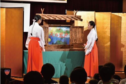 【橿原神宮子供会】日本の神話を分かり易く、楽しく伝える為、若手神職や 巫女による、毎年恒例の紙芝居が閉園式後行われました。